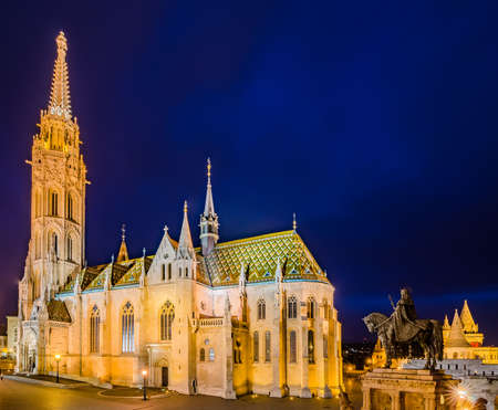 matthias church: Night view of the Matthias Church is a Roman Catholic church located in Budapest, Hungary, in front of the Fishermans Bastion at the heart of Budas Castle District. Stock Photo
