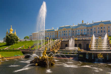 peter the great: PETERHOF, RUSSIA - MAY 26, 2015: Grand Peterhof Palace, the Grand Cascade and Samson Fountain.