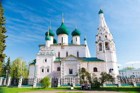 monasteri: Church of Elijah the Prophet in sunny day, Yaroslavl. Golden ring of Russia.