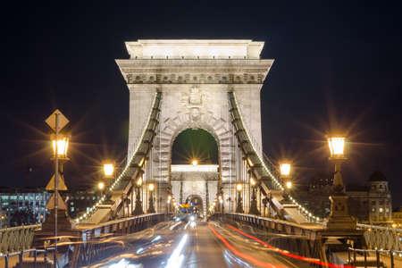 적합: BUDAPEST, HUNGARY - FEBRUARY 22, 2016: Beautiful night Budapest, the Chain bridge across the Danube river in lights and starry sky, cityscape suitable for cover or desktop background