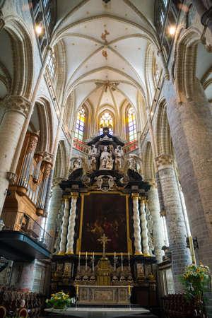 Interieurs, schilderijen en details van Sint Nicolaas Kerk in Gent, België