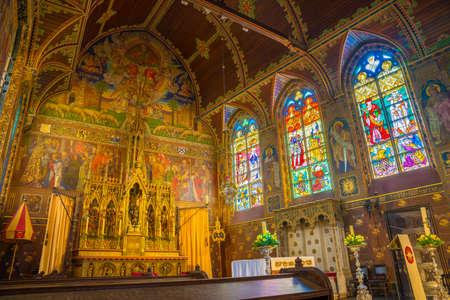 브뤼헤, 벨기에-2017 년 4 월 18 일 : 성혈 대성당 내부-Basiliek van het Heilig Bloed