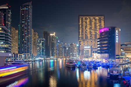 View of the region of Dubai - Dubai Marina is an artificial canal city, Dubai, UAE 版權商用圖片 - 147831170