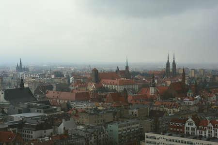 adverso: Wroclaw en un clima adverso brumosa