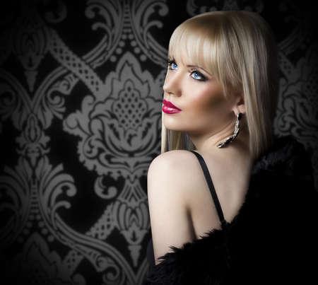 fashionable girl: Beautiful blonde woman in luxury fur coat