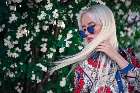 Beautiful girl in sunglasses outdoors 版權商用圖片