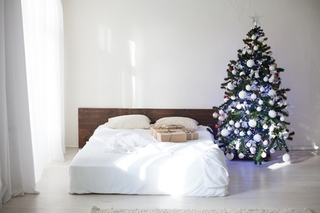 bear s: bedroom with rozhdetvenskim new year tree decoration bed