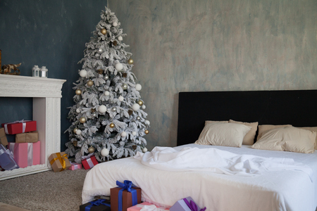 Christmas Decor bedroom bed gifts new year Christmas tree Standard-Bild
