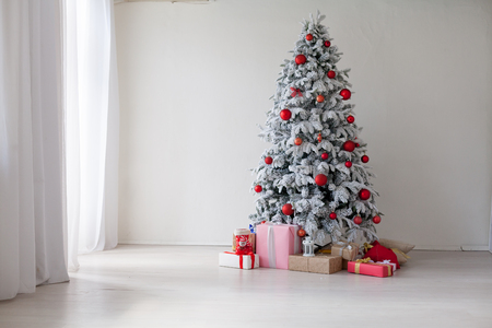Christmas home tree with garlands of lights new year white winter Stockfoto