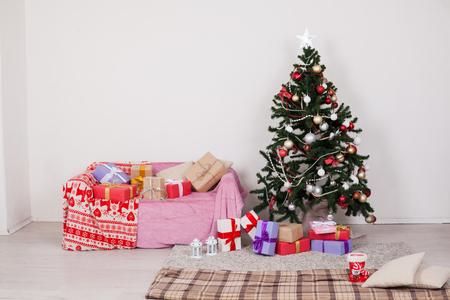 Christmas tree gifts new year white room with sofa 版權商用圖片