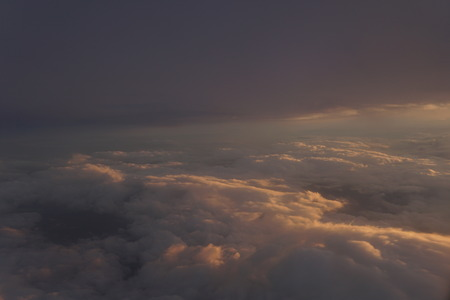 Sky with clouds at sunset from inside the plane landscape Foto de archivo