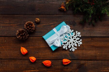 Christmas background with gifts and Christmas tree tea cup fruit 1 Stockfoto