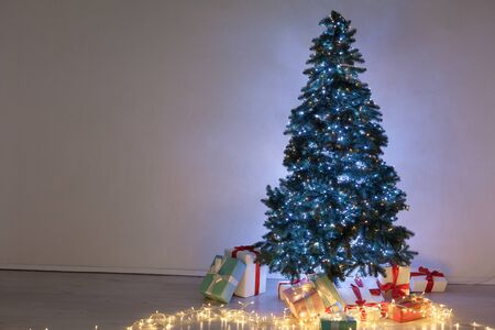 Christmas von lights garlands Christmas tree new year