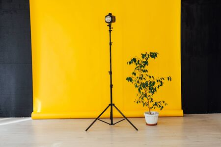 Photo studio flash equipment accessories of a professional photographer Banque d'images - 132550842