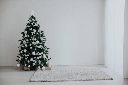 Christmas tree with presents new year decor 2018 2019 Zdjęcie Seryjne - 132611068