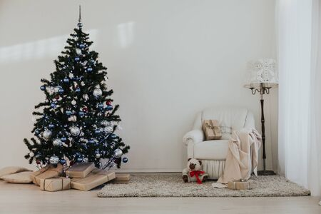 Christmas tree in a bright room new year gifts Stockfoto
