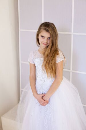 girl of twelve years in a beautiful white dress Banque d'images