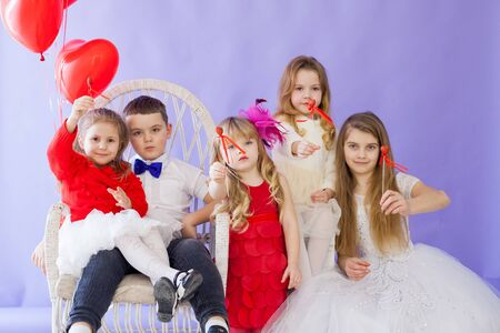 Kids boy and girls friends with red balloons 스톡 콘텐츠