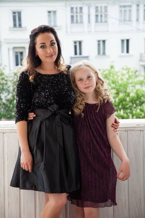 Portrait of a beautiful mother with daughter love family Foto de archivo - 133511275