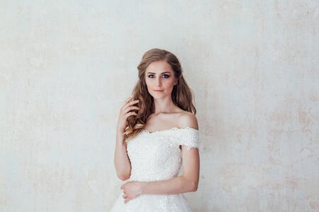 a portrait of the bride before the wedding in white dress 版權商用圖片