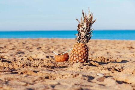Pineapple coconut cocktail in the sand Ocean Beach Stock fotó