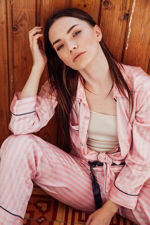 beautiful woman in pink Pajamas in the bedroom 版權商用圖片 - 134881404