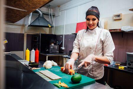 sushi chef sushi delivery restaurants preparing food Stockfoto