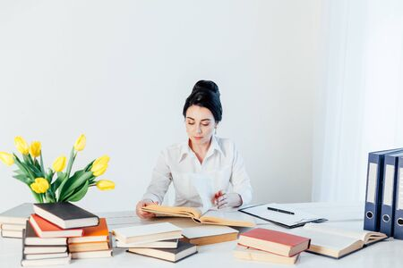 girl reading book at the table in the Office business Stockfoto