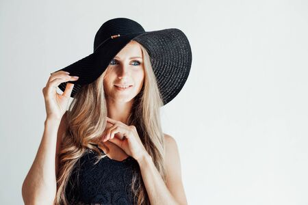 blonde girl with blue eyes a hat with a brim on a white background 版權商用圖片
