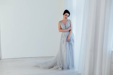 brunette woman in gray wedding gown white 免版税图像