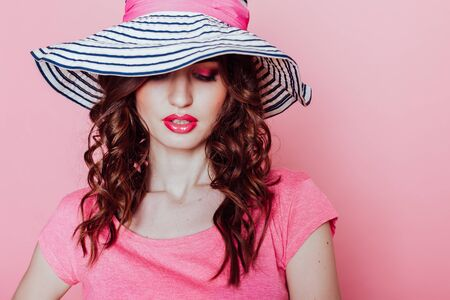 the girl in the hat on a pink background pinup Reklamní fotografie