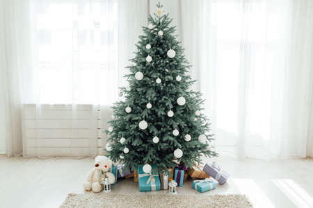 Christmas tree Christmas decoration interior of the white room with postcard gifts Stockfoto