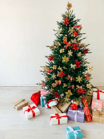 Christmas tree with gifts for the new year holiday decor Stockfoto