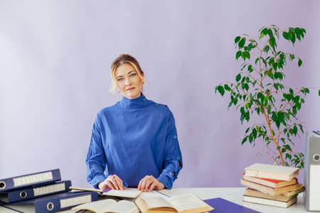 beautiful business woman with papers at work at a table in the business office Stockfoto