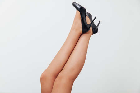 Beautiful womens feet with black shoes Banque d'images