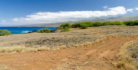 Trail at coast line between Waialea and Hapuna, Big Island, Hawaii 免版税图像