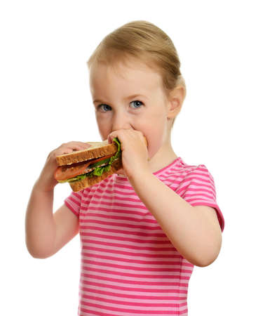 ham sandwich: Giovane bambina mangia panino isolato su bianco