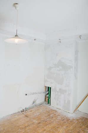 元に戻すソケット電球と石膏ボードに部屋の改装