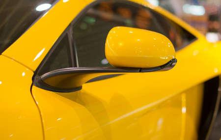 Une partie de jaune modèle de voiture de sport.