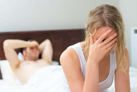 sex: Расстроенная молодая пара, проблемы с сексом. Фото со стока