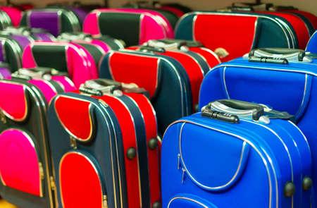 maleta: Muchos maleta de viaje en la tienda.