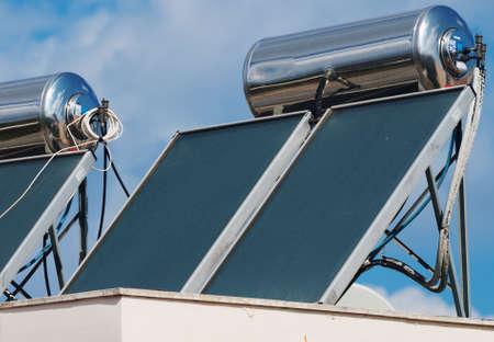 Zonneboiler systeem op de daken.