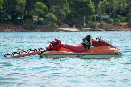 salvavidas: Rescue jet ski in the sea.