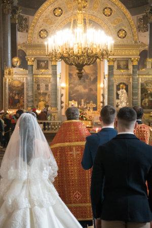 Sankt-Petersburg, Russia, 22.04.2018 - Wedding inside of Kazanskiy Kafedralniy Sobor 에디토리얼