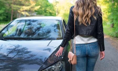 Teste femminili per l'auto del cliente.