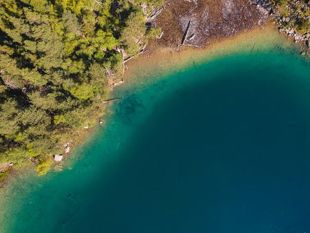 Baduk lakes from the height of the quadrocopter in the summer, high-mountain lakes among the mountains with forest with crystal clear water, large Imagens