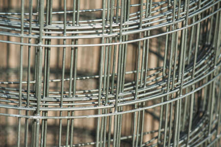 Steel mesh with rectangular cells roll up