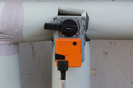 Damper actuator installed on the industrial ventilation unit body