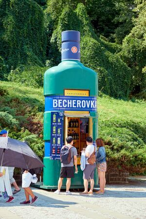 KARLOVY VARY, CZECH REPUBLIC - AUGUST 04, 2018 Tourists buying Becherovka in the branded shop in Carlovy Vary Redactioneel