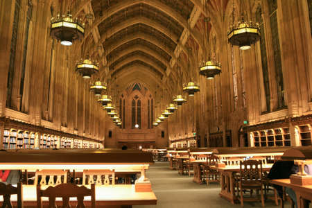 at library: Interior de Suzzallo Biblioteca de la Universidad de Washington en Seattle